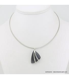 Collier pendentif triangulaire en métal