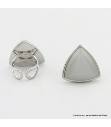 Bague triangle oeil de chat métal blanc