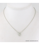 Collier pendentif foutte en métal et strass argenté