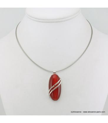 Collier ovale oeil de chat en métal et verre rouge