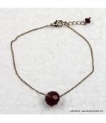 bracelet à la perle rouge