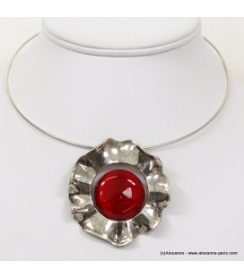 collier corole rouge